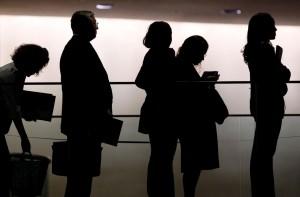 Nezamestnaní ľudia si väčšinou potrebujú požičať na bežné výdavky, no v banke nepochodia, práve pre nich je riešením návšteva nebankových spoločností
